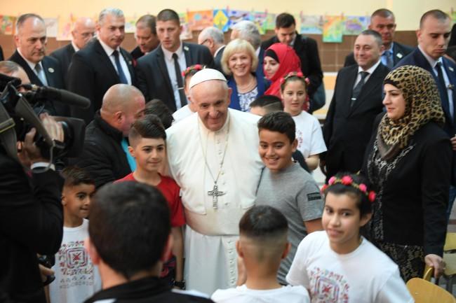 Papież odwiedził ośrodek dla uchodźców Wrażdebna