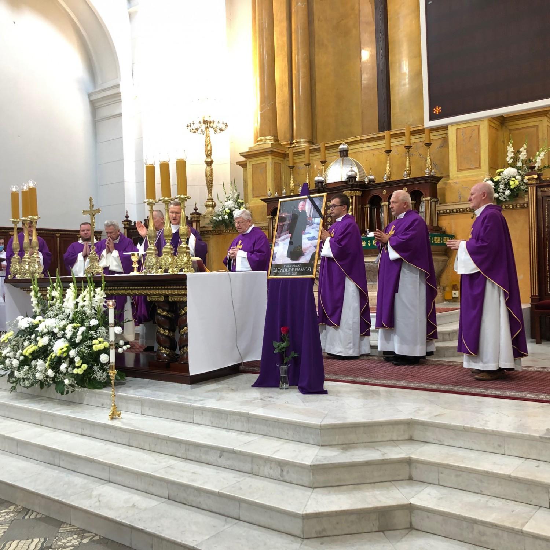 Ś.P ks. prałat Bronisław Piasecki - parafia zgromadziła się na modlitwie za swojego proboszcza